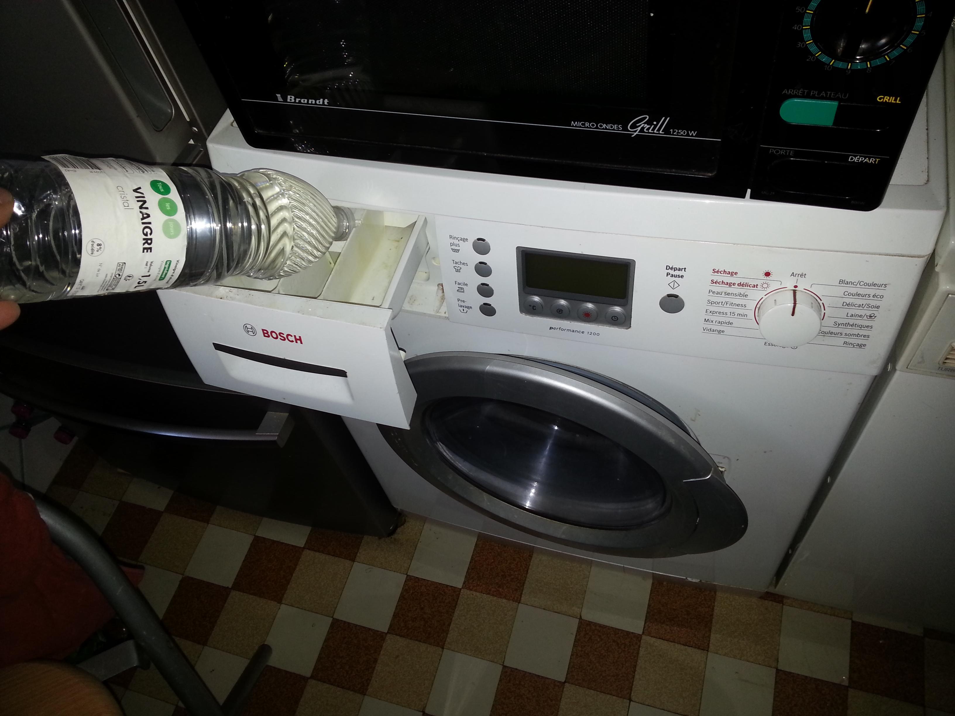 Vinaigre blanc dans le lave linge